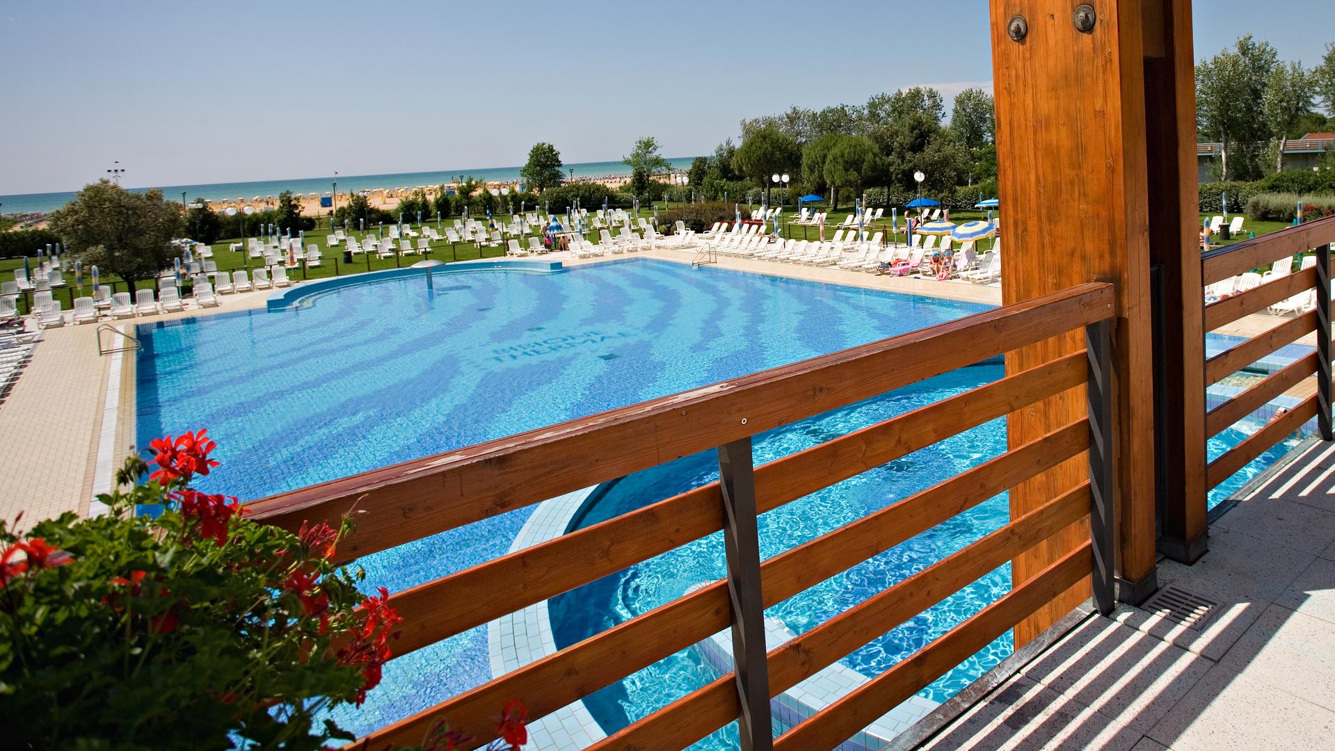 Hotel con parco termale a bibione savoy beach hotel - Hotel bibione con piscina ...